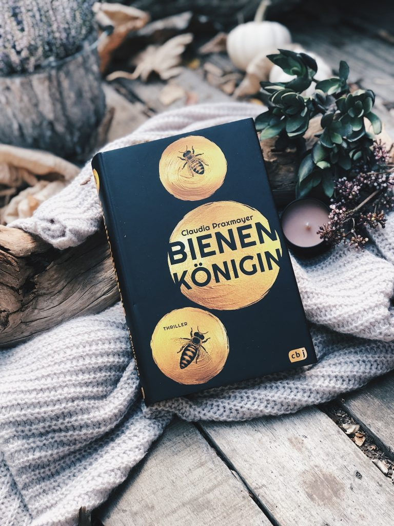 Rezension Claudia Praxmayer – Bienenkönigin