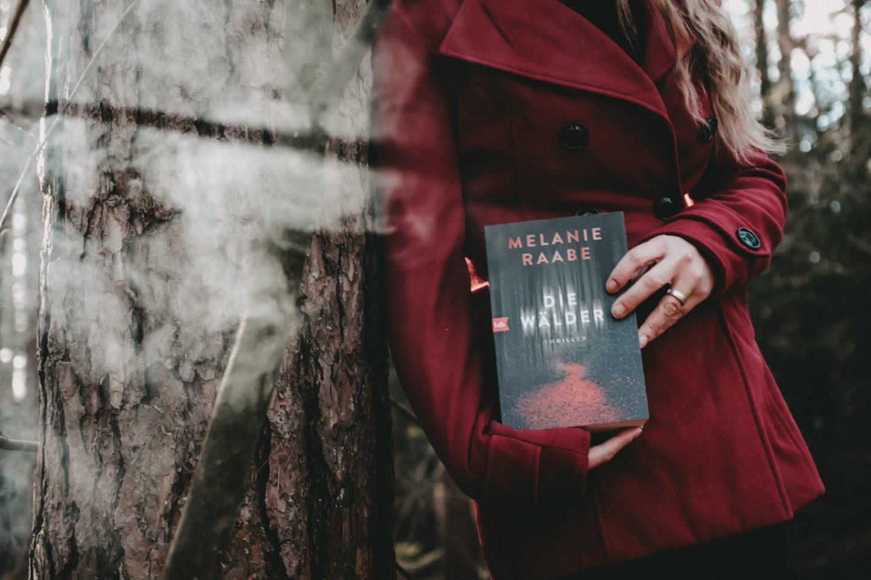 Rezension Melanie Raabe – Die Wälder