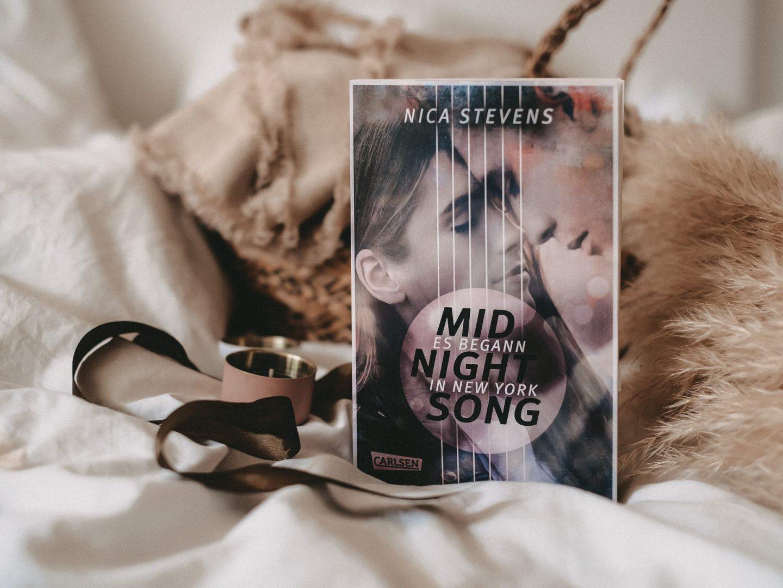 Rezension Nica Stevens – Midnightsong: Es begann in New York