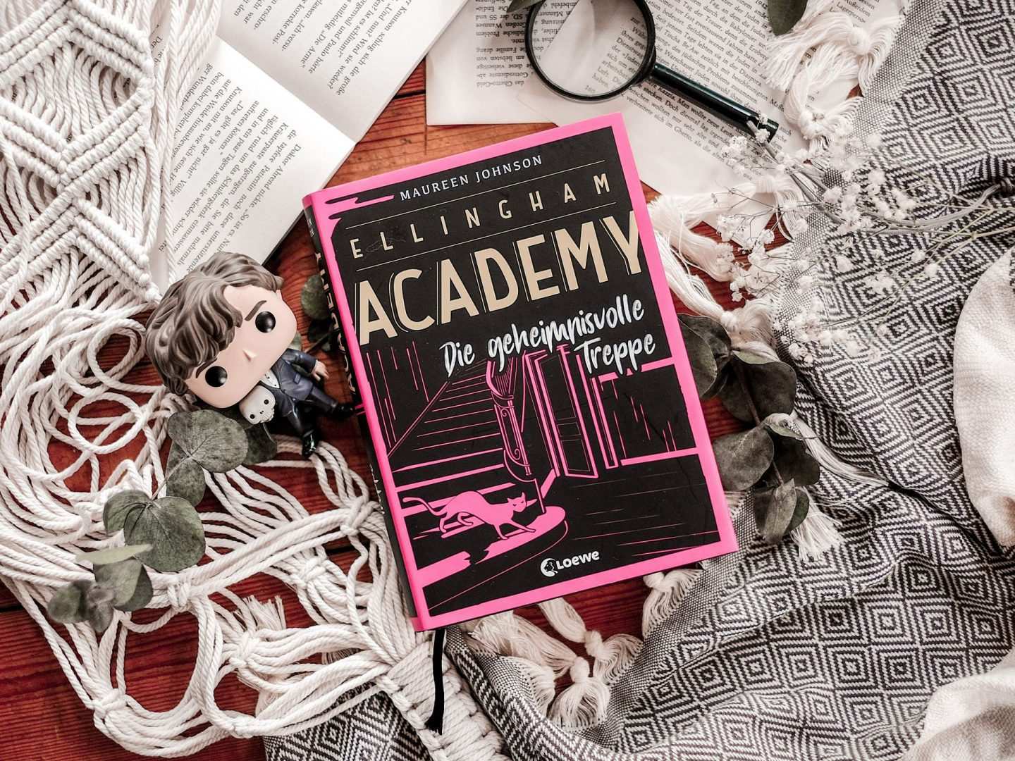 Rezension Maureen Johnson – Ellingham Academy: Die geheimnisvolle Treppe