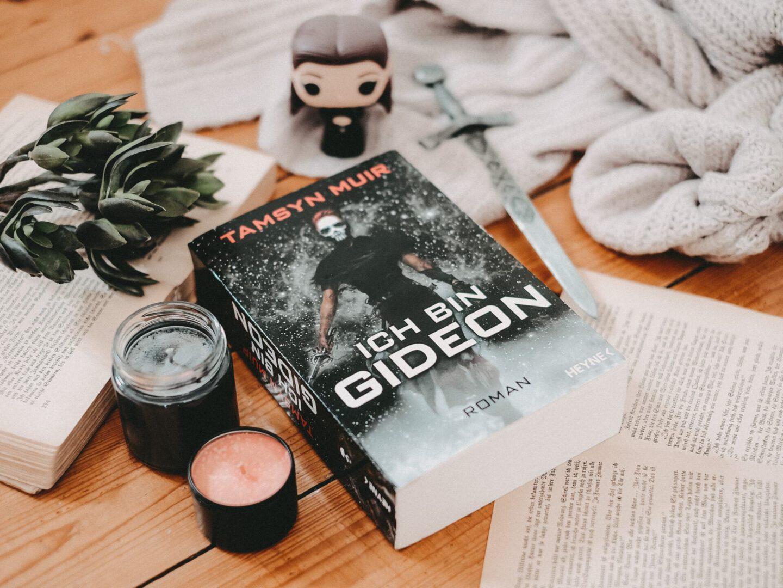 Rezension Tamsyn Muir – Ich bin Gideon